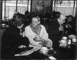 BrassaiPicasso au Café de Flore, à sa gauche Jame Sabartés son ami et secrétaire 1939
